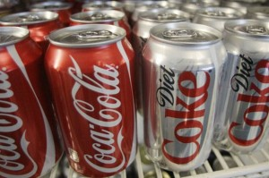 1 tin softdrink seperti coka-cola mengandungi lebih kurang 150 kcal manakala Diet Coke atau Coke Light kosong kalori (tidak bergula)