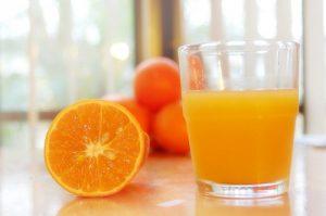 1 Gelas Jus Oren : kalau 100% buah 60 kcal (tidak ditambah gula) atau 120 kcal kalau di tambah gula