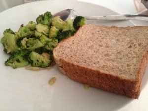 Broccoli dan wholemeal bread